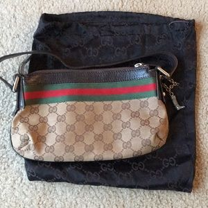 Gucci small shoulder bag (6' deep x 10' across)
